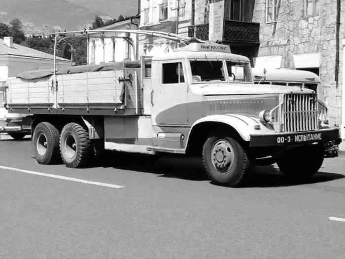 1961 год, дизель-троллейвоз ДТУ-10 на шасси КрАЗ-219
