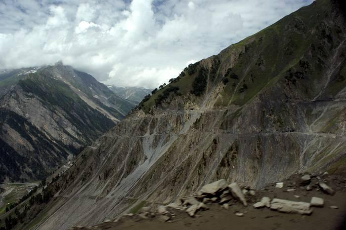 Перевал Зоджи-Ла, Индия. Еежгодно закрывается из-за снегопадов