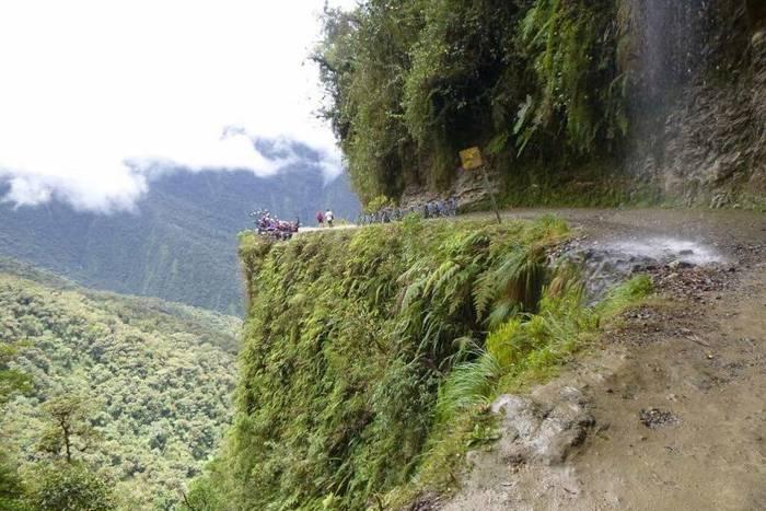 """Дорога в Северном Юнгасе, Боливия. """"Дорога смерти"""": ежегодно уносит 300+ жизней"""