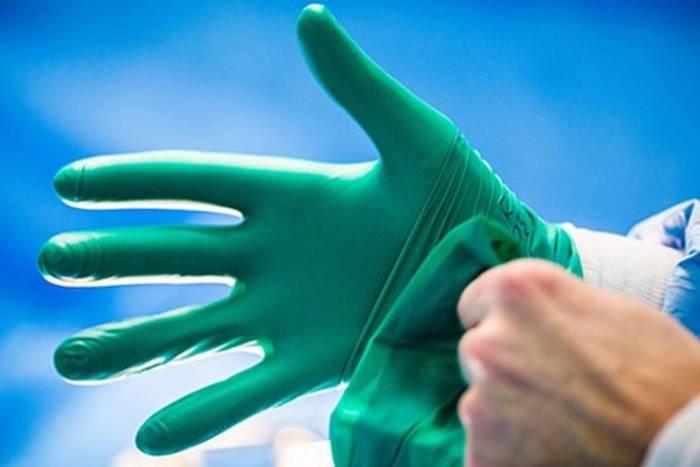 Zara переориентировали производство на маски, перчатки и униформу для врачей