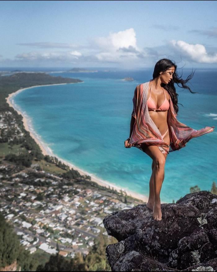 Сексуальная бикини-модель и путешественница с ником anne_marsuperstar