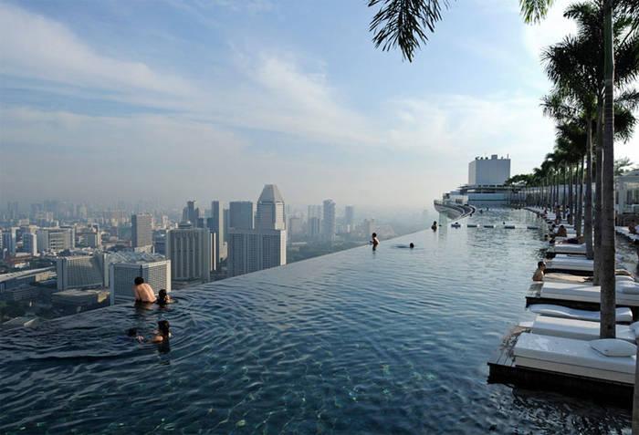 """Бескрайний"" бассейн, часто смотровой площадки Маринабей Сэндз Скайпарк, Сингапур"