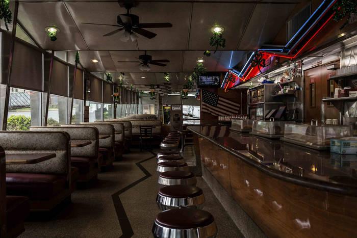 Нью-Джерси. Американская закусочная в Вест Орандже была открыта – но только на вынос