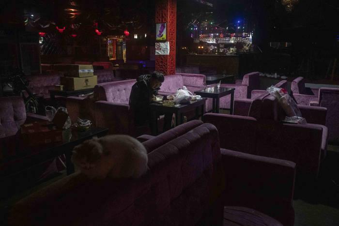 Пекин. Одинокая закусочная, известная своей ночной жизнью