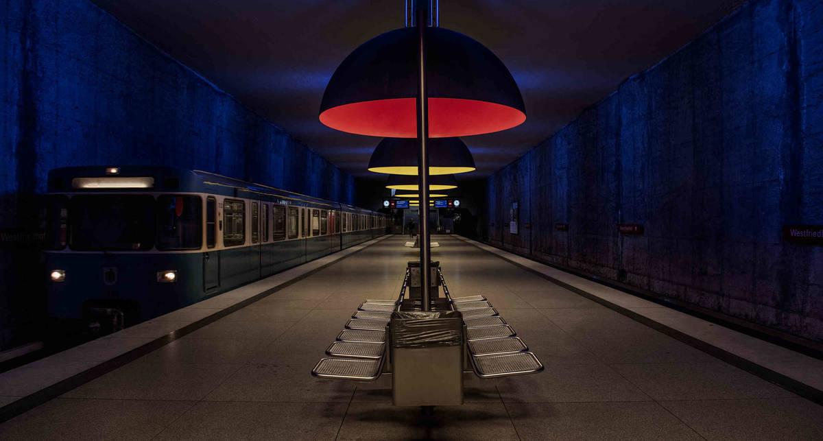 Большие города, пустые поезда: New York Times показал снимки безлюдных мегаполисов