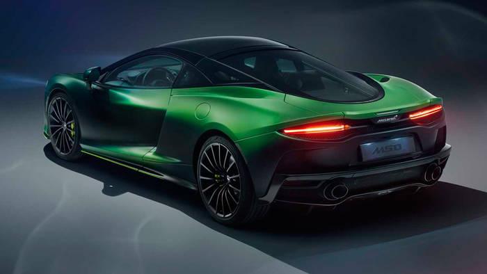 Интерьер McLaren GT Verdant Theme отделан кашемиром, темно-зеленой и антрацитово-черной кожей