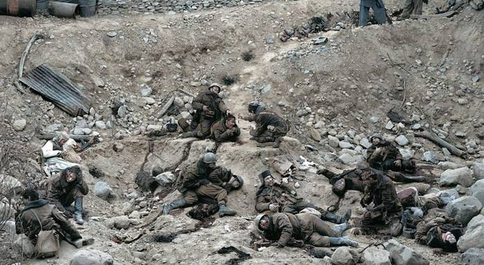 Джефф Уолл: «Говорят мертвые воины» ($3,66 млн.)