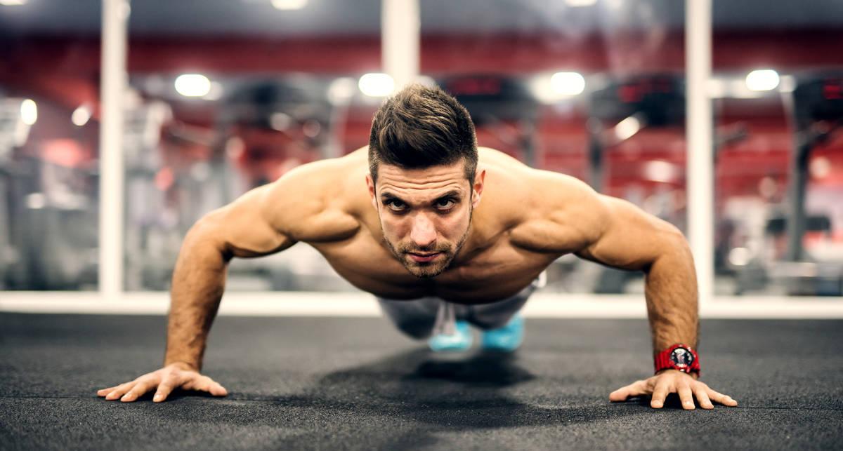 Спорт во время карантина: 5 «домашних» упражнений на грудь
