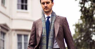 Добавь объема: как носить легкий шарф весной 2020