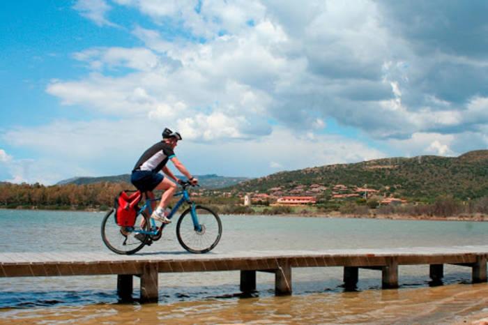 Сардиния — место, где можно объединить велосипедный тур с плаванием на яхте