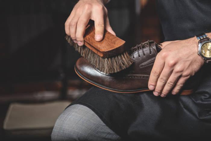 Как ухаживать за дорогой обувью: приобрети щетки, губки и защитное средство