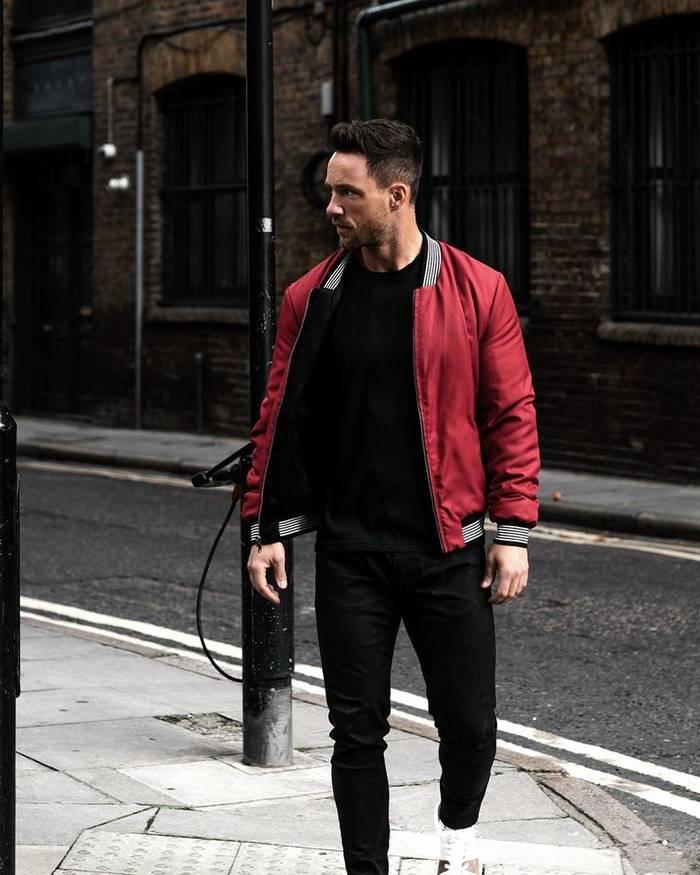 Весной в тренде и мужские куртки яркого цвета