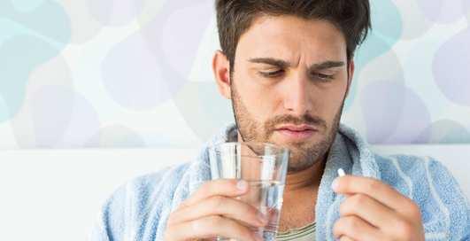 Простудился — давай пить: 4 популярных мифа про антибиотики