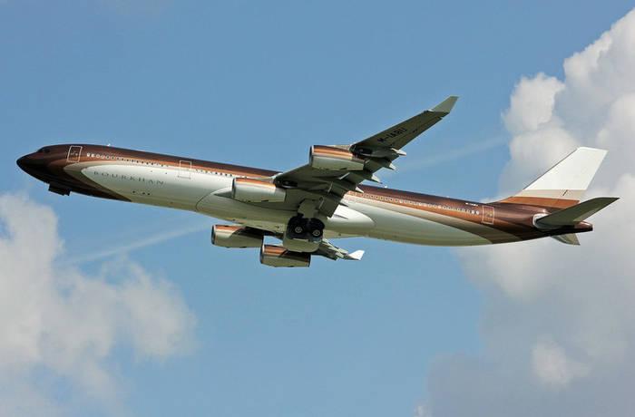 """Airbus A340−300 Custom Алишера Усманова. Назван """"Бурхан"""" в честь его отца"""
