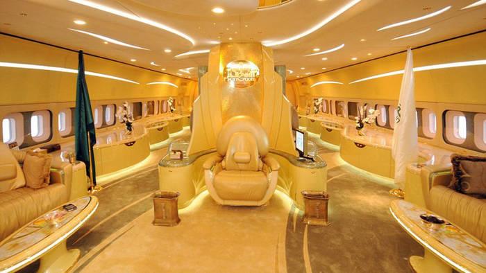 На борту Airbus A380 Custom имеется тронный зал и комната для ястребов