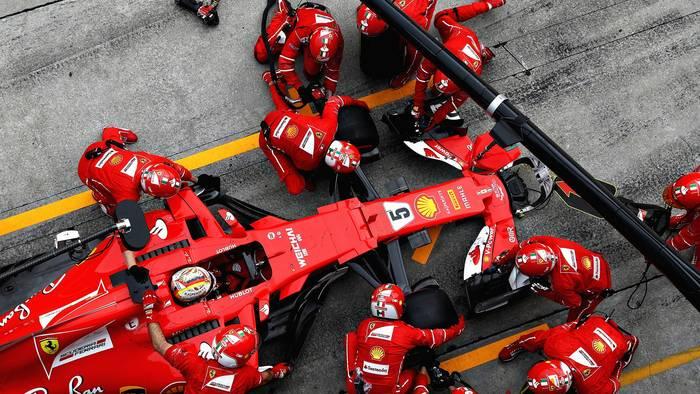 Иногда механики Формулы-1 спят всего по 4-5 часов в сутки