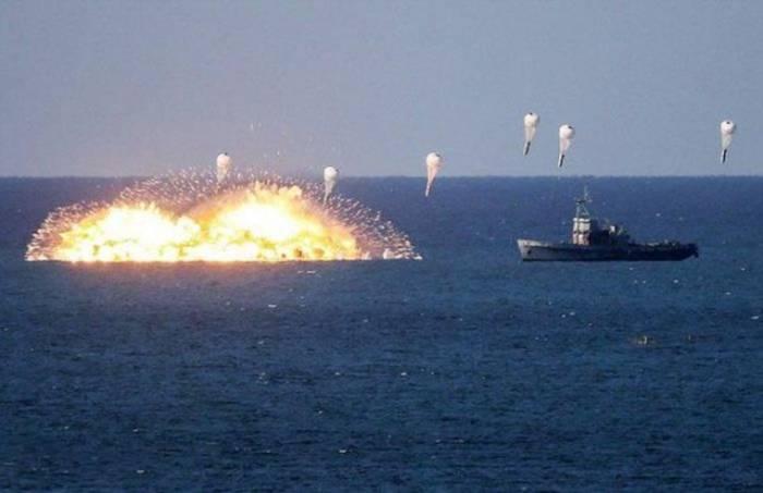 Боеприпасы объёмного взрыва = распыление в воздух горючего вещества, которое потом взрывается