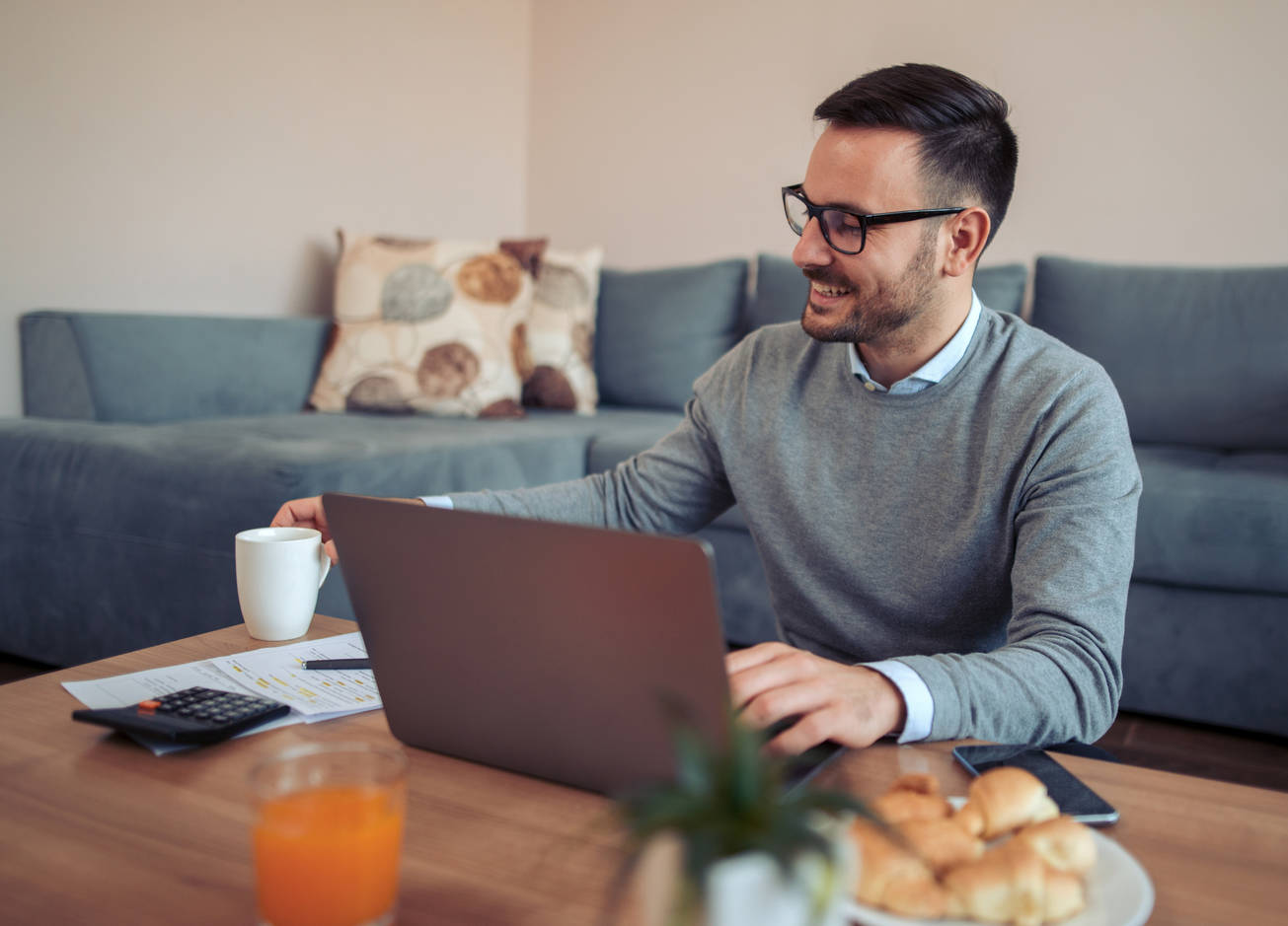 Как эффективно работать дома, сидя на карантине: 5 мужских советов