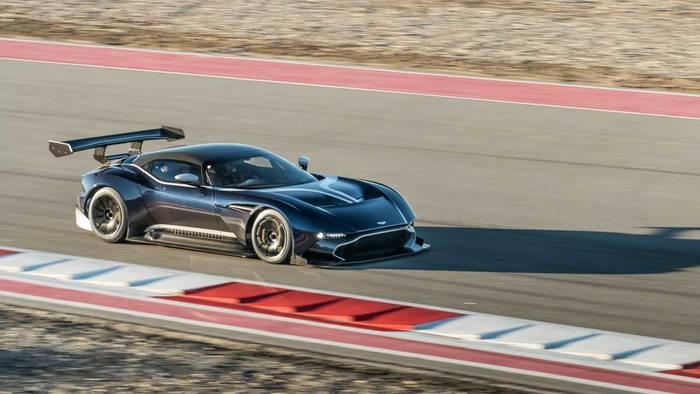 Aston Martin Vulcan. Его хранить в своем гараже можно