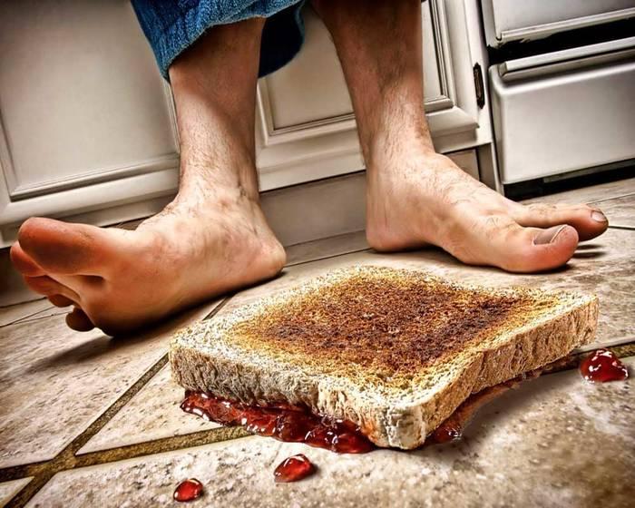 Если бутерброд полежал на полу менее 5 секунд - он безопасен. Но это неточно