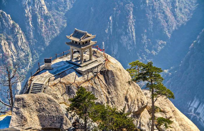 Хуашань - одна из 5 Священных гор даосизма. Хотел бы там побывать?