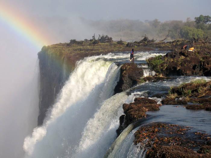 Над водопадом Виктория есть тихое и смертельно опасное место - Купель дьявола