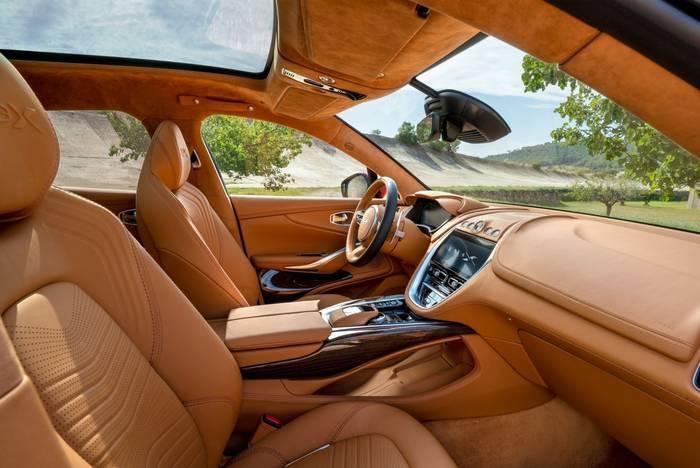 Салон Aston Martin DBX. Прелесть