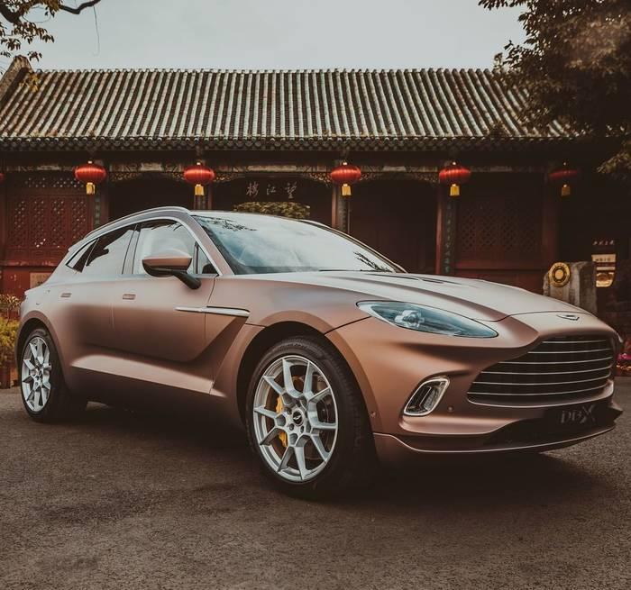 Aston Martin DBX. Ждем его появления в крайнем фильме про Джеймса Бонда
