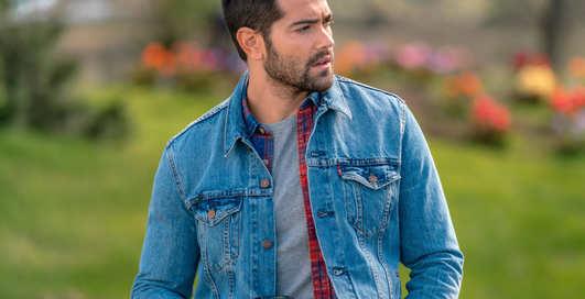 Универсальный выбор: как носить джинсовую куртку весной 2020