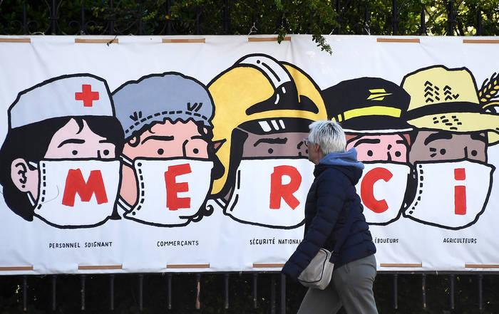 Постер в Париже. Изображены медики, владельцы магазинов, правоохранители, работники почты и фермеры
