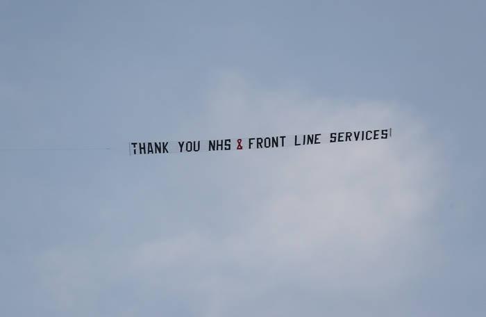 Жители Лондона выражают благодарность сотрудникам Национальной службы здравоохранения