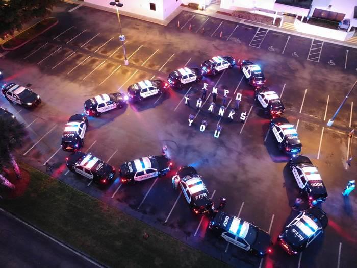 Полиция округа Форт Майерс, Флорида, благодарит работников госпиталя Lee Memorial Hospital