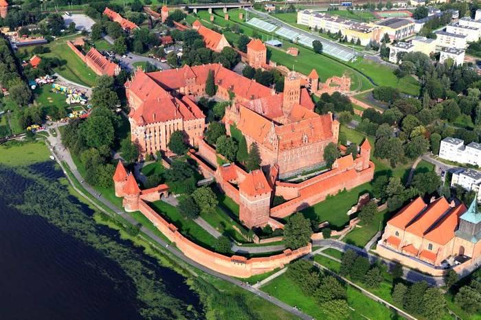 Замок Мариенбург, Польша