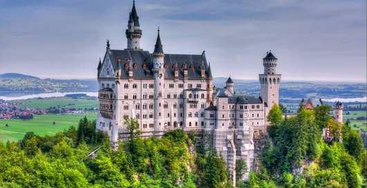 Как попасть в сказку: 10 самых красивых замков с богатой историей
