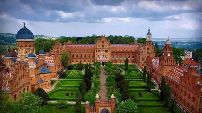 Черновицкий университет. Смотрится роскошно