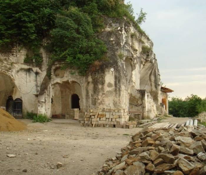 Скальный монастырь - одно из древнейших мест в Украине