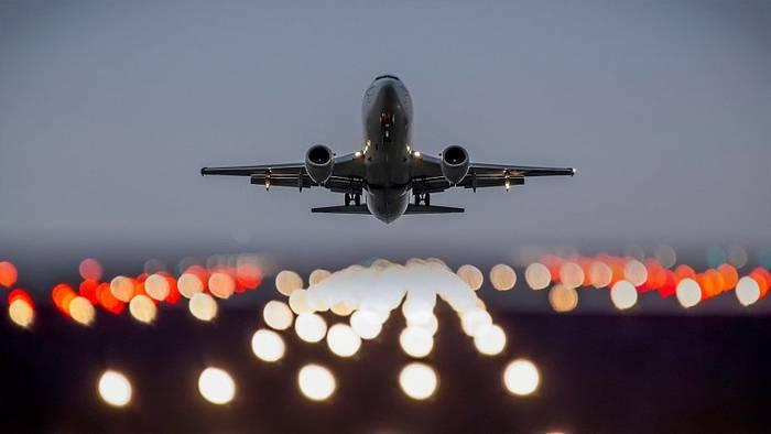 Если самолеты кружат над аэропортом, значит, нет свободных мест