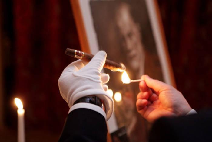 Фумелье (сигарный сомелье) — тот, кто выбирает, подает и обрезает сигары для гостя