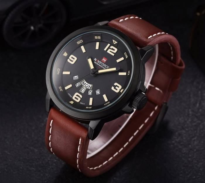 Кожаный браслет универсален и подойдет даже для особых случаев
