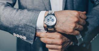 Каучук, кожа или металл: на каком браслете носить часы