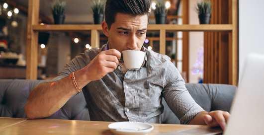 Много кофе, мало воды: 8 пищевых привычек, с которыми пора покончить