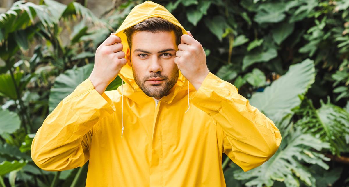 Мокрое дело: как выбирать мужской дождевик