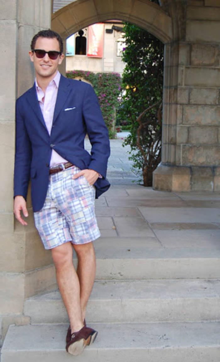 Мужские шорты + пиджак — да, это тоже деловая одежда