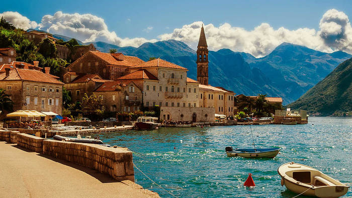 Черногория - одна из первых стран, которые примут туристов после снятия карантина