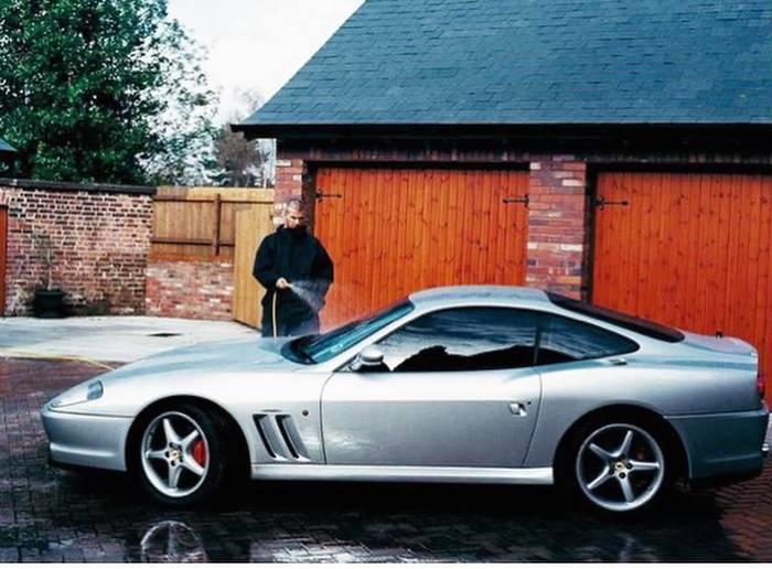 Бекхэм моет свой Ferrari 550 Maranello 1998-го