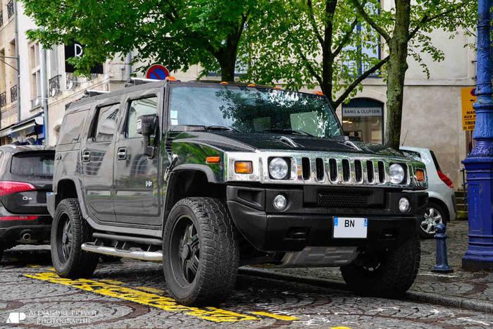 Hummer H2 2005 сочетает в себе роскошь и удобство