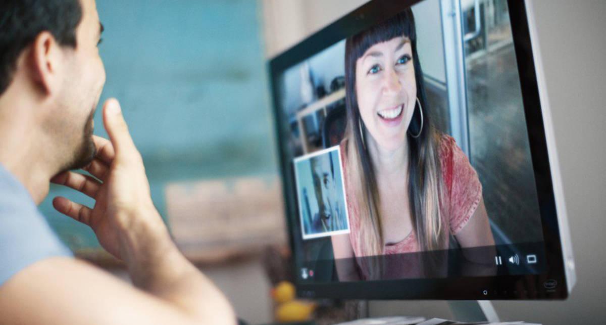 Как избежать неловкости: 7 простых правил общения с девушками в видеочате