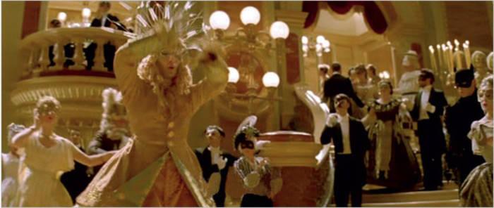 Бэтмен тоже был на карнавале в опере