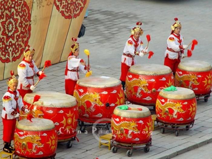 Барабаны. Их придумали в Китае — в районе 5500-2350 гг. до нашей эры