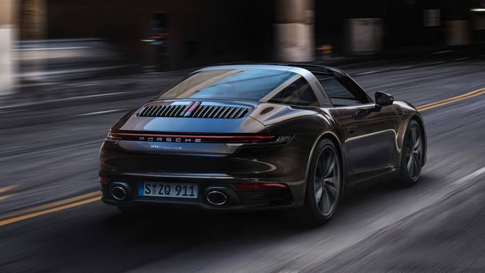 Porsche 911 Targa имеет особенность: не складывает верх, пока рядом есть препятствия